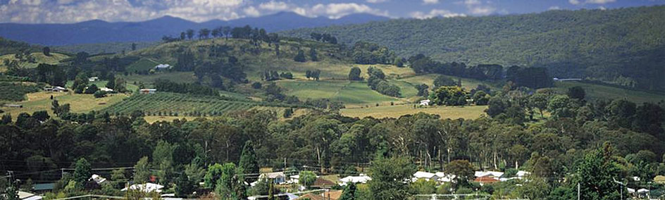 Ideally located midway between the picturesque Tumut valley and the wine region of Tumbarumba
